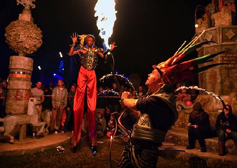 Entretenimento no festival Bushfire     Entretainment at Bushfire Festival