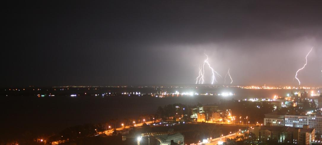 Trovoada em Maputo  |  Thunderstorm in Maputo